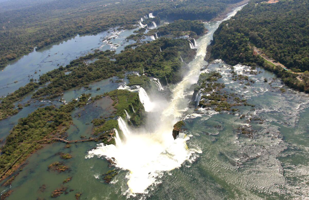 WILD AND BEAUTIFUL IGUAZU FALLS