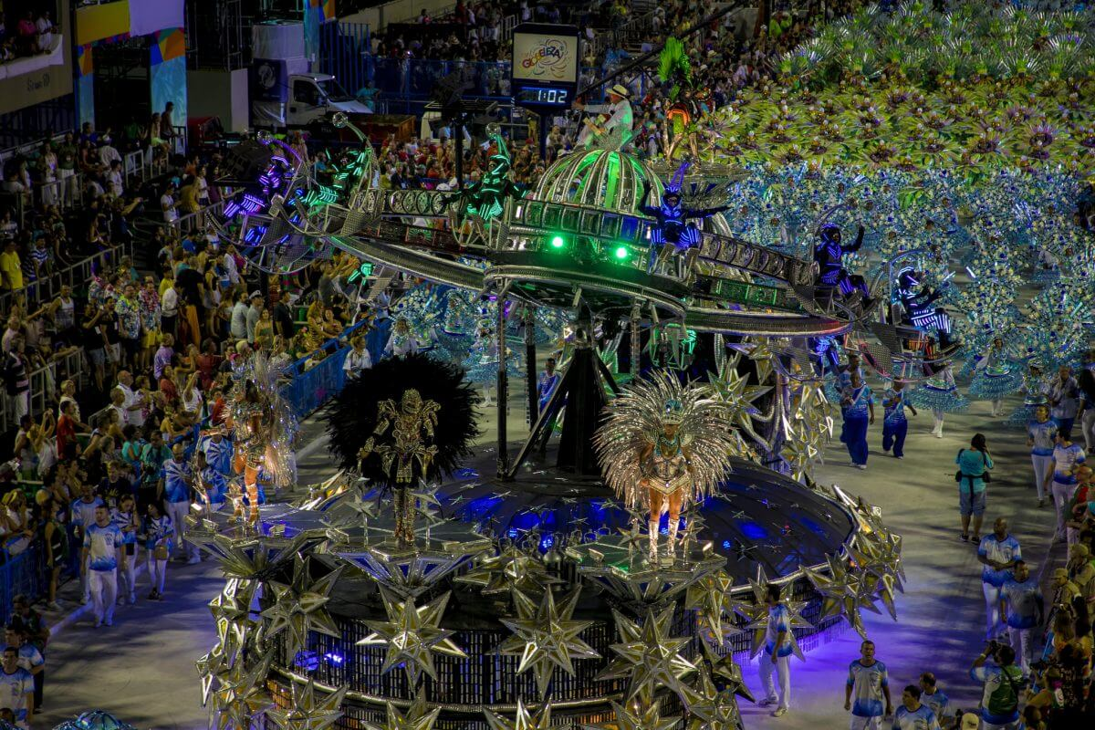 PACK YOUR SENSES AND CELEBRATE CARNIVAL IN RIO DE JANEIRO